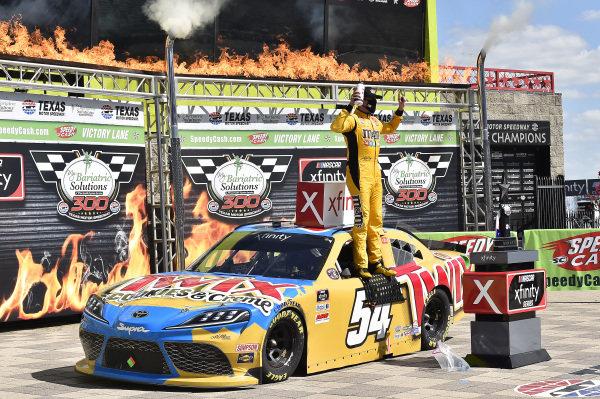 #54: Kyle Busch, Joe Gibbs Racing, Toyota Supra Twix Cookies & Creme
