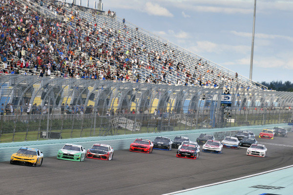 #9: Noah Gragson, JR Motorsports, Chevrolet Camaro PUBG MOBILE and #22: Austin Cindric, Team Penske, Ford Mustang MoneyLion