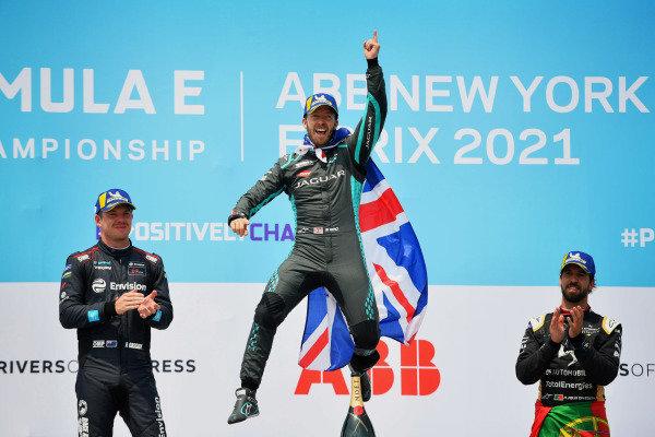 Nick Cassidy (NZL), Envision Virgin Racing, 2nd position, Sam Bird (GBR), Jaguar Racing, 1st position, and Antonio Felix da Costa (PRT), DS Techeetah, 3rd position, celebrate on the podium