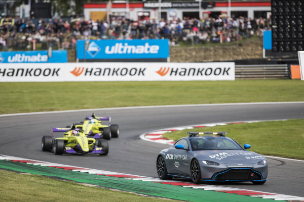 Safety Car leads Alice Powell (GBR) and Emma Kimilainen (FIN)