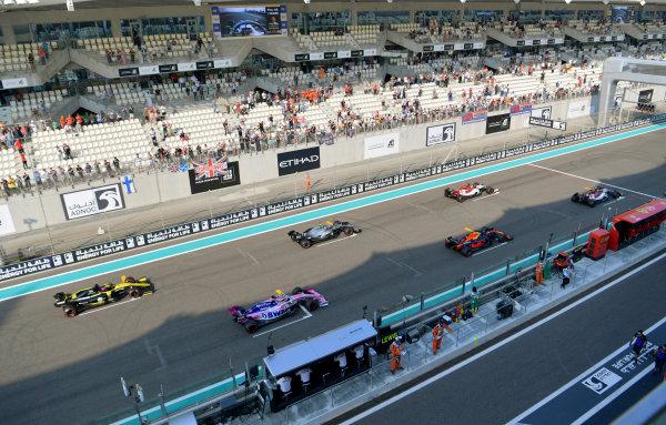 Antonio Giovinazzi, Alfa Romeo Racing C38, Kimi Raikkonen, Alfa Romeo Racing C38, Max Verstappen, Red Bull Racing RB15, Valtteri Bottas, Mercedes AMG W10, Sergio Perez, Racing Point RP19, and Daniel Ricciardo, Renault R.S.19, line up for practice starts at the end of FP3