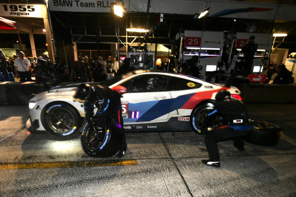 #25 BMW Team RLL BMW M8 GTE, GTLM: Tom Blomqvist, Connor De Phillippi, Colton Herta pit stop