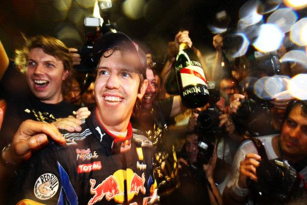 Sebastian Vettel (GER) Red Bull Racing celebrates with the team. Formula One World Championship, Rd 19, Abu Dhabi Grand Prix, Race, Yas Marina Circuit, Abu Dhabi, UAE, Sunday 14 November 2010.