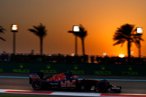 Yas Marina Circuit, Abu Dhabi, United Arab Emirates. Saturday 26 November 2016. Daniil Kvyat, Toro Rosso STR11 Ferrari. World Copyright: Glenn Dunbar/LAT Photographic ref: Digital Image _31I7852