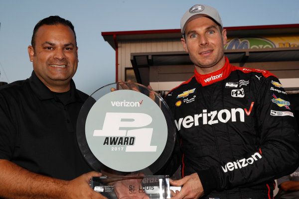 Verizon IndyCar Series Bommarito Automotive Group 500 Gateway Motorsports Park, Madison, IL USA Friday 25 August 2017 Verizon P1 Pole Award winner Will Power is presented with P1 trophy by Steven Williams of Verizon World Copyright: Michael L. Levitt LAT Images