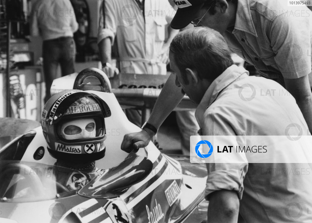 Osterreichring, Zeltweg, Austria 12th -14th August 1977. Niki Lauda (Ferrari 312T2), 2nd position, in the pits with Ermanno Cuoghi, Chief Mechanic, portrait. World Copyright: LAT Photographic. Ref: B/W Print.