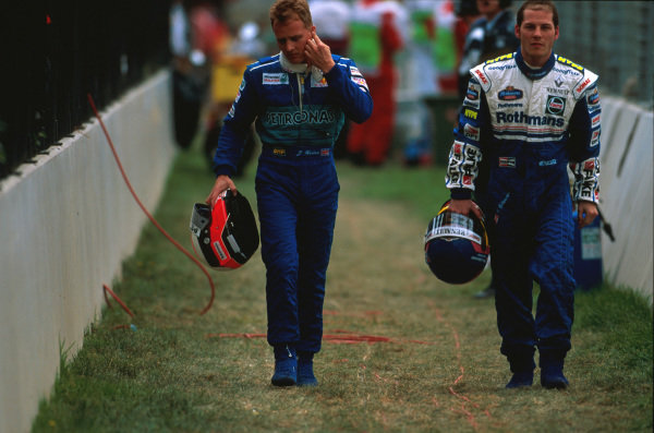 Albert Park, Melbourne, Australia.7-9 March 1997.Jacques Villeneuve (Williams Renault) walks back to the pits with Johnny Herbert (Sauber Petronas Ferrari) after a collision at turn 1 on the opening lap.Ref-97 AUS 08.World Copyright - LAT Photographic