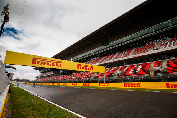 Circuit de Catalunya, Barcelona, Spain. Thursday 11 May 2017. Heavy skies and a wet track on the main straight. World Copyright: Andy Hone/LAT Images ref: Digital Image _ONZ2965