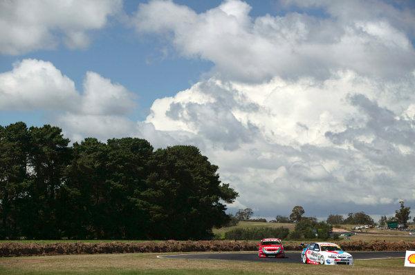 2004 Australian V8 SupercarsSymmons Plain Raceway, Tasmania. November 14th.Cameron McConville (Holden Commodore VY) leads Alex Davison (Holden Commodore VY). Action.World Copyright: Mark Horsburgh/LAT Photographicref: Digital Image Only