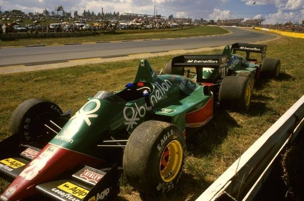 The Alfa-Romeo 184T's of Eddie Cheever (USA) and Riccardo Patrese (ITA) after their first lap accident. South African Grand Prix, Kyalami, 19 October 1985