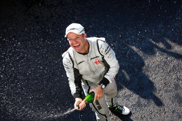 Autodromo Nazionale di Monza, Monza, Italy.13th September 2009.Rubens Barrichello, Brawn GP BGP001 Mercedes, 1st position, celebrates victory. Portrait. World Copyright: Steven Tee/LAT Photographicref: Digital Image _O3Q7460
