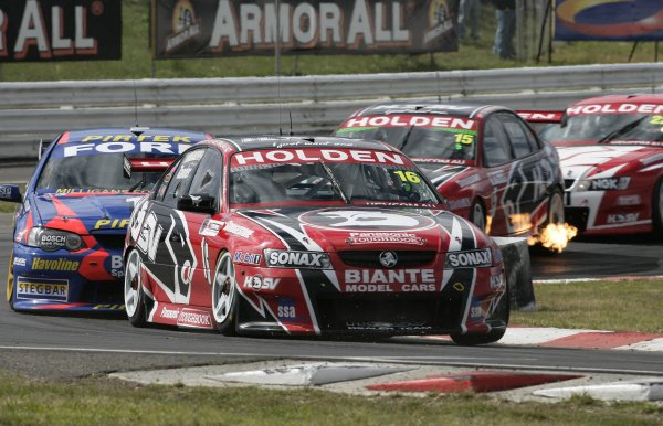 2005 Australian V8 SupercarsSymmons Plains Raceway, Australia. 11th - 13th November 2005Race winner Garth Tander (HSV Dealer Team Holden Commodore VZ). Action.World Copyright: Mark Horsburgh / LAT Photographicref: 05AusV8SP30