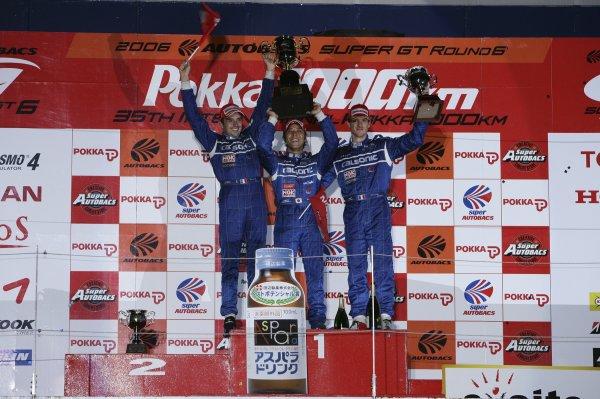 2006 Japanese Super GT ChampionshipSuzuka 1000km, Japan. 20th August 2006GT500 podium - winners Benoit Treluyer / Kazuki Hoshino / Jeremie Dufour (CALSONIC IMPUL Z) 1st position.Photo: Yasushi Ishihara / LAT Photographicref: Digital Image 2006SGT_R6_009