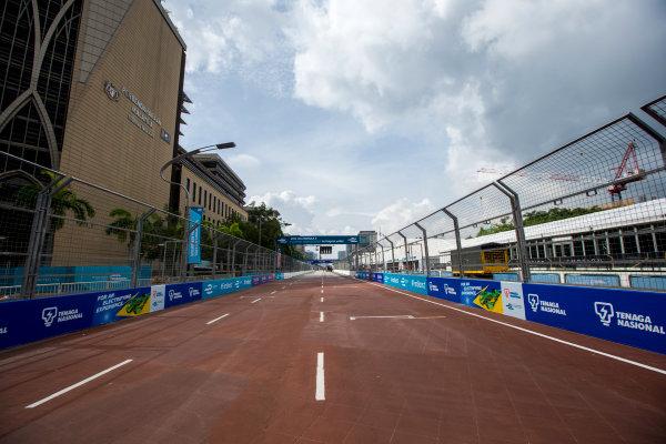 2015/2016 FIA Formula E Championship. Putrajaya ePrix, Putrajaya, Malaysia. Friday 6 November 2015. A view of the start/finish straight. Photo: Zak Mauger/LAT/Formula E ref: Digital Image _L0U9684