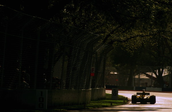 A Jordan Ford EJ13 heads towards the Albert Road Corner. Formula One World Championship, Rd 1, Australian Grand Prix, Albert Park, 9 March 2003. BEST IMAGE