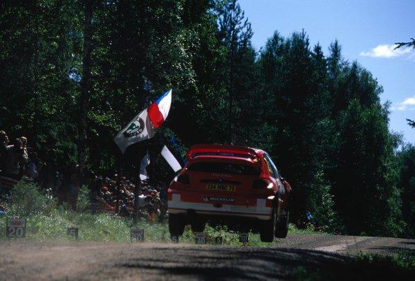 2003 World Rally ChampionshipRally of Finland, Finland. 6th - 10th August 2003Richard Burns / Robert Reid (Peugeot 206 WRC)World Copyright: McKLEIN/LATref: 35mm Image 03FINLAND11
