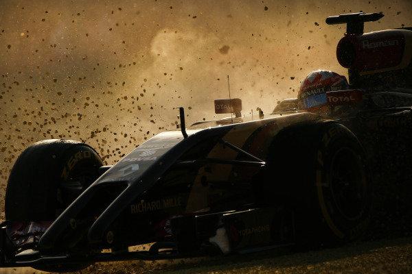 Romain Grosjean (FRA) Lotus E22 spins into the gravel. Formula One World Championship, Rd1, Australian Grand Prix, Practice, Albert Park, Melbourne, Australia, Friday 14 March 2014. BEST IMAGE