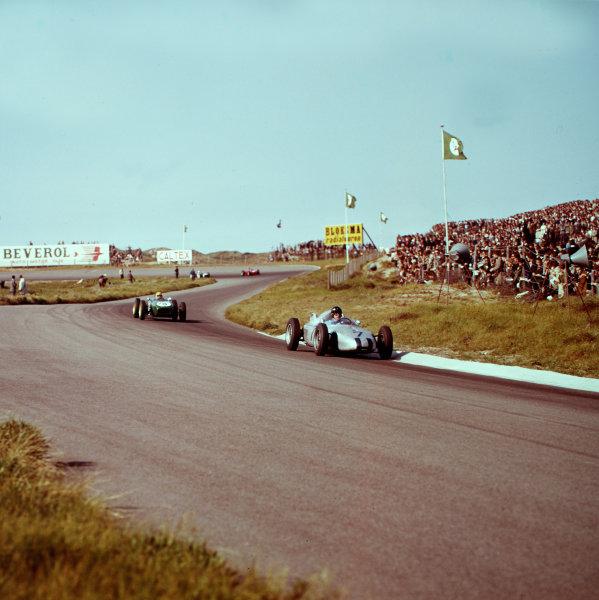 1961 Dutch Grand Prix.Zandvoort, Holland.20-22 May 1961.Dan Gurney (Porsche 787) leads Trevor Taylor (Lotus 18 Climax).Ref-3/0283.World Copyright - LAT Photographic