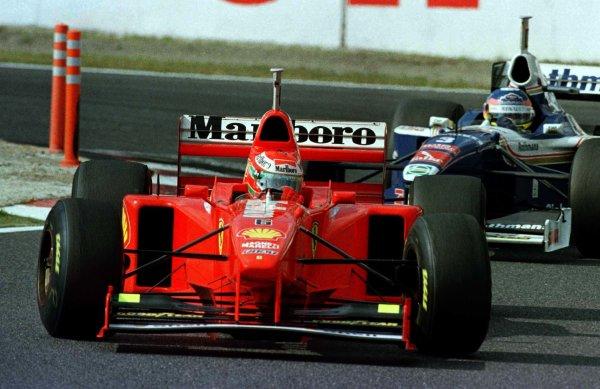 1997 Japanese Grand Prix.Suzuka, Japan.10-12 October 1997.Eddie Irvine (Ferrari F310B) leads Jacques Villleneuve (Williams FW19 Renault).World Copyright - LAT Photographic