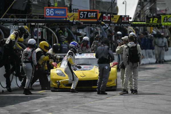 #3 Corvette Racing Corvette C7.R, GTLM: Jan Magnussen, Antonio Garcia Pit Stop.