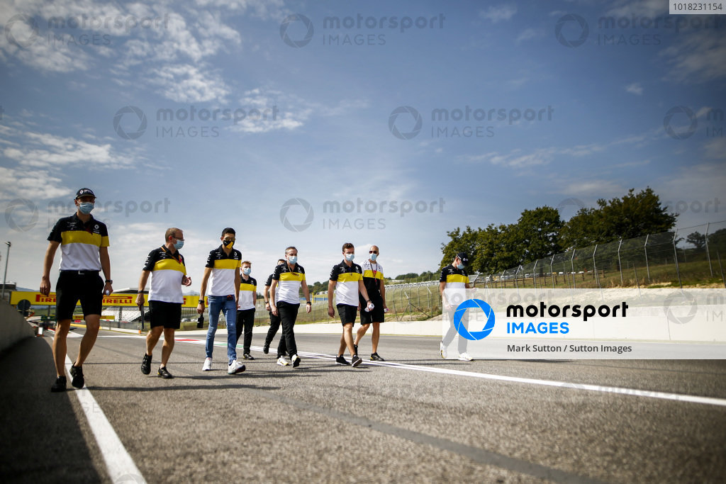Esteban Ocon, Renault F1 walks the track with his engineers