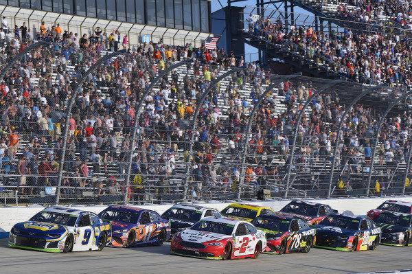 #9: Chase Elliott, Hendrick Motorsports, Chevrolet Camaro NAPA Auto Parts and #2: Brad Keselowski, Team Penske, Ford Fusion Wurth