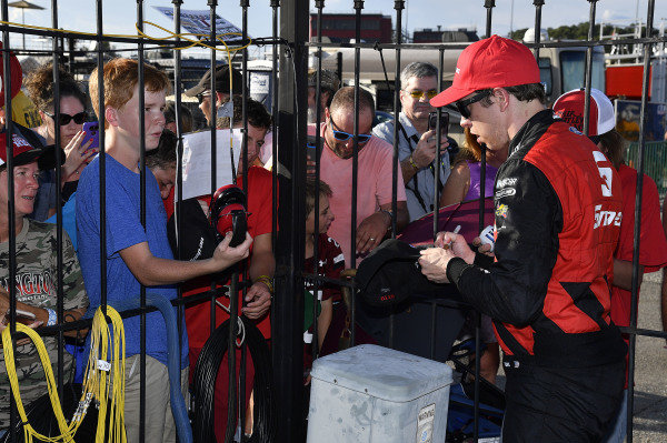 #22: Brad Keselowski, Team Penske, Ford Mustang Snap-On wins