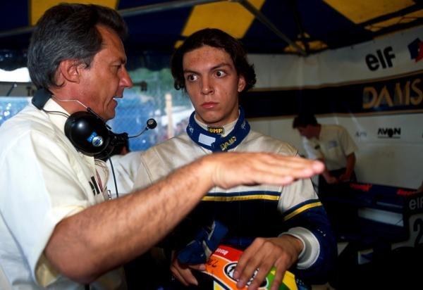 Tarso Marques (BRA) (right) talks with DAMS team owner Jean-Paul Driot.International F3000 Championship, Pau, France, 5 June 1995.