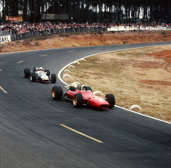 Bugatti Circuit, Le Mans, France.30/6-1/7 1967.Chris Amon (Ferrari 312) leads Denny Hulme (Brabham BT24 Repco). Hulme finished in 2nd position.Ref-3/3030.World Copyright - LAT Photographic