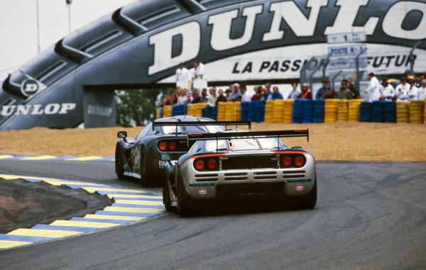 1995 Le Mans 24 Hours. Le Mans, France. 17th - 18th June 1995. J.J. Lehto/Yannick Dalmas/Masanori Sekiya (McLaren F1 GTR), 1st position, leads Pierre-Henri Raphanel / Philippe Alliot / Lindsay Owen-Jones (McLaren F1 GTR), retired, action.  World Copyright: LAT Photographic.