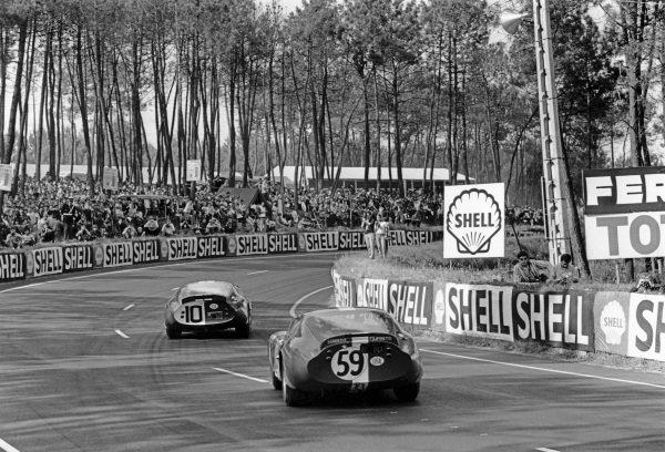 Le Mans, France. 19th - 20th June 1965.Peter Harper/Peter Sutcliffe (AC Cobra Daytona), retired, follows Bob Johnson/Tom Payne (AC Cobra Daytona), retired, action. World Copyright: LAT Photographic.Ref:  L65 - 268 - 20.