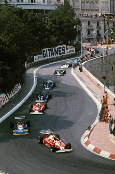 Monte Carlo, Monaco. 28-30 May 1976. Niki Lauda (Ferrari 312T2), 1st position, leads Ronnie Peterson (March 761-Ford), retired, at the start of the race, action.  World Copyright: LAT Photographic. Ref: 76MON24
