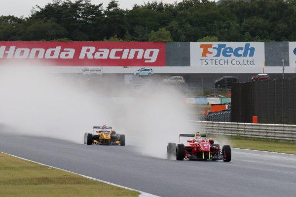 2016 Japanese Formula 3 Championship. Motegi, Japan. 20th - 21st August 2016. Rd 11 & 12. Start of the race, action World Copyright : Yasushi Ishihara/LAT Photographic Ref : 2016JF3_R11&12_002