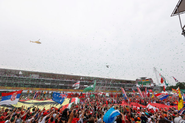 Autodromo Nazionale di Monza, Italy. Sunday 04 September 2016. Fans invade the circuit after the race. World Copyright: Sam Bloxham/LAT Photographic ref: Digital Image _SBB9685