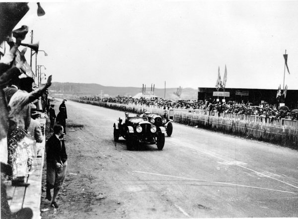 """Le Mans, France.15-16 June 1929.Woolf Barnato/Henry """"Tim"""" Birkin leads Jack Dunfee/Glen Kidston (both Bentley Speed Six) finishing in 1st and 2nd positions respectively.Ref-Autocar B2071.World Copyright - LAT Photographic"""