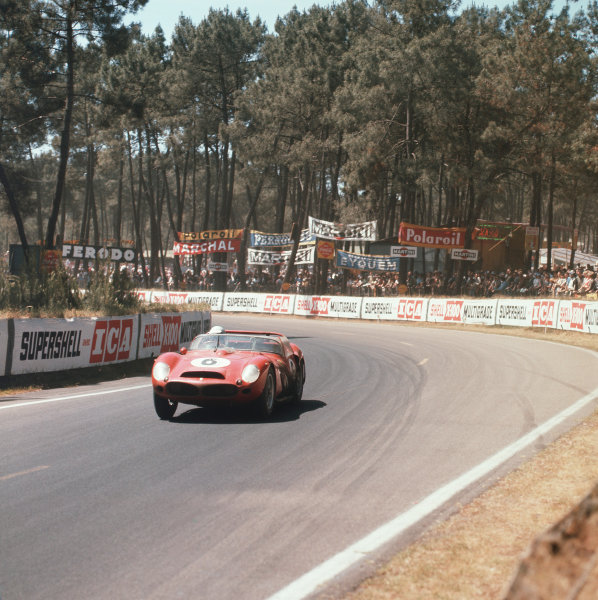 Le Mans, France. 23rd - 24th June 1962.Olivier Gendebien/Phil Hill (Ferrari 330LM), 1st position, action. World Copyright: LAT Photographic.Ref:  560.