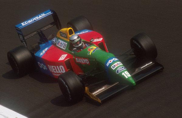1990 Italian Grand Prix.Monza, Italy.7-9 September 1990.Alessandro Nannini (Benetton B190 Ford) 8th position at Parabolica.Ref-90 ITA 03.World Copyright - LAT Photographic