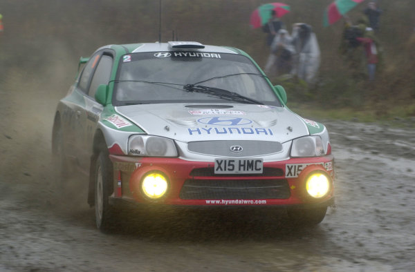 2001 FIA World Rally Championship.Rally of Great Britain. Cardiff, Wales. November 22-25, 2001.Alister McRae on Stage 15, Rhondda, with his hand operated wiper system.Photo: Ralph Hardwick/LAT