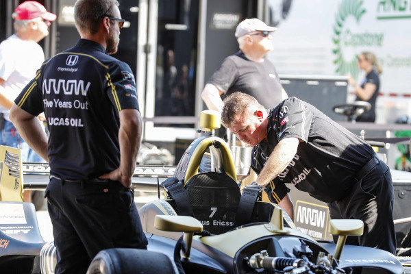 SPM crew at work on the James Hinchcliffe, Arrow Schmidt Peterson Motorsports Honda and Marcus Ericsson, Arrow Schmidt Peterson Motorsports Honda cars