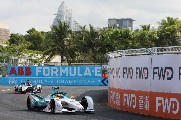 Oliver Turvey (GBR), NIO Formula E Team, NIO Sport 004 leadsSébastien Buemi (CHE), Nissan e.Dam, Nissan IMO1