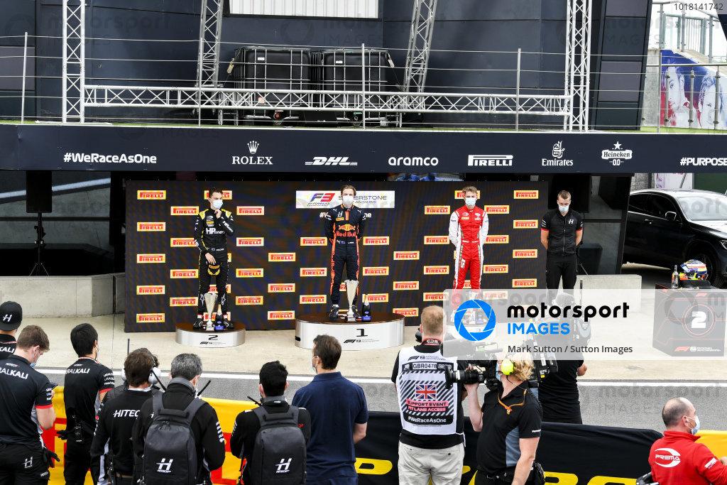 Oscar Piastri (AUS, PREMA RACING), Race Winner Liam Lawson (NZL, HITECH GRAND PRIX) and Liam Lawson (NZL, HITECH GRAND PRIX) on the podium