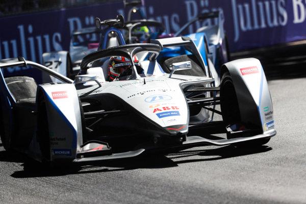 Edoardo Mortara (CHE) Venturi Formula E, Venturi VFE05, leads Alexander Sims (GBR) BMW I Andretti Motorsports, BMW iFE.18
