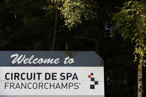 A sign welcoming visitors to Spa-Francorchamps.
