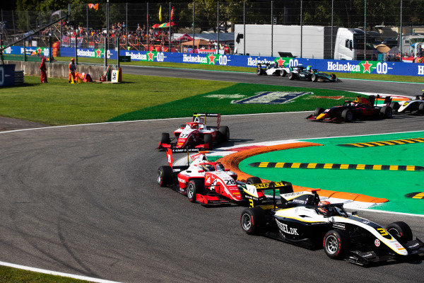 AUTODROMO NAZIONALE MONZA, ITALY - SEPTEMBER 07: Christian Lundgaard (DNK, ART Grand Prix) leads Robert Shwartzman (RUS, PREMA Racing) during the Monza at Autodromo Nazionale Monza on September 07, 2019 in Autodromo Nazionale Monza, Italy. (Photo by Joe Portlock / LAT Images / FIA F3 Championship)