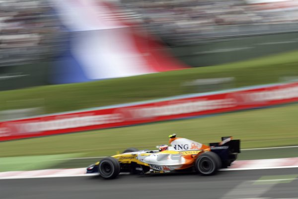 2007 French Grand Prix - Friday PracticeCircuit de Nevers Magny Cours, Nevers, France.29th June 2007.Heikki Kovalainen, Renault R27. Action. World Copyright: Steven Tee/LAT Photographicref: Digital Image YY2Z4315