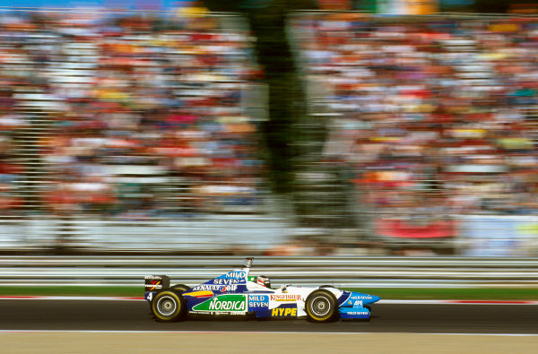 Monza, Italy.6-8 September 1996.Gerhard Berger (Benetton B196 Renault) exited the race due to a hydraulics failure.Ref-96 ITA 14.World Copyright - LAT Photographic