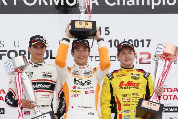 2017 Japanese Formula 3 Championship Autopolis, Japan. 8th - 9th September 2017. Rd 17 & 18. inner Sho Tsuboi ( #1 Corolla Chukyo Kuo TOM?S F317 ) 2nd position Alex Palou ( #12 ThreeBond Racing with DRAGO CORSE ) 3rd position Mitsunori Takaboshi ( #23 B-MAX NDDP F3 ) podium portrait World Copyright: Masahide Kamio / LAT Images Ref: 2017_JF3_Rd17&18_004