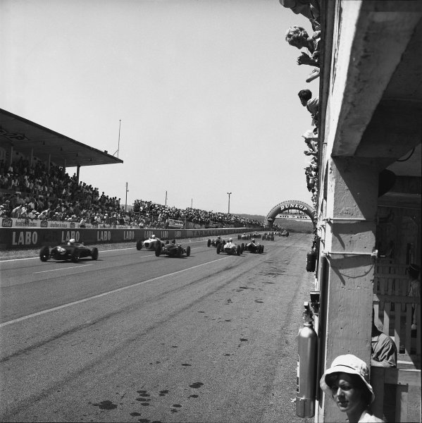 Reims, France. 2nd position July 1961.Start of the race, action. World Copyright: LAT Photographic.Ref:  9338.