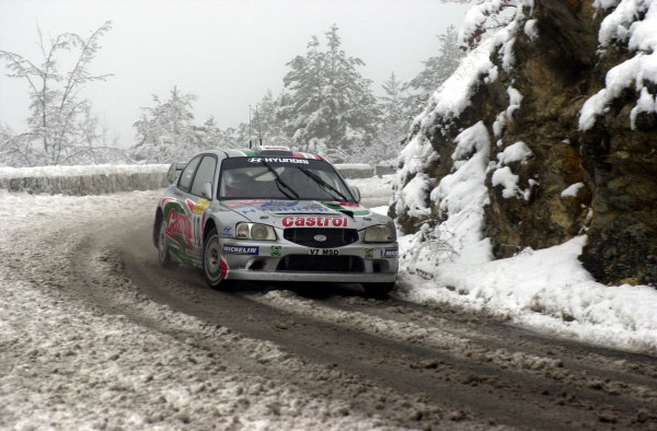 2001 World Rally Championship. Monte Carlo Rally,  Monaco. 18th -21st January 2001. Rd 1. Alister McRae during the snowy shakedown. World Copyright: Ralph Hardwick/ LAT Photographic. Ref: AMcRae1