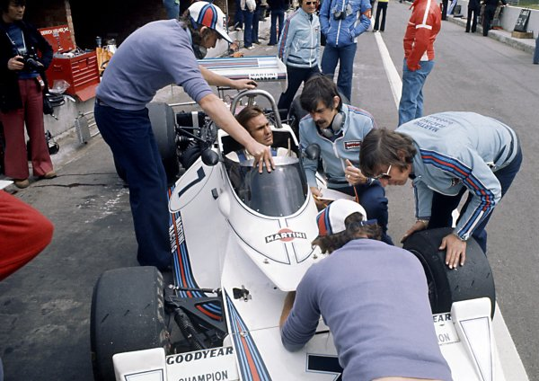 1975 Belgian Grand Prix.Zolder, Belgium. 25 May 1975.Carlos Reutemann, Brabham BT44B-Ford, 3rd position, in the pitlane. Bernie Ecclestone stands behind the car, Gordon Murray and Herbie Blash to the right, portrait.World Copyright: LAT PhotographicRef: 35mm transparency 75BEL